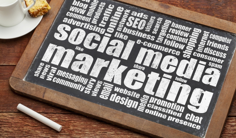 Social Media Marketing: Hire Professionals or Work In-House ?